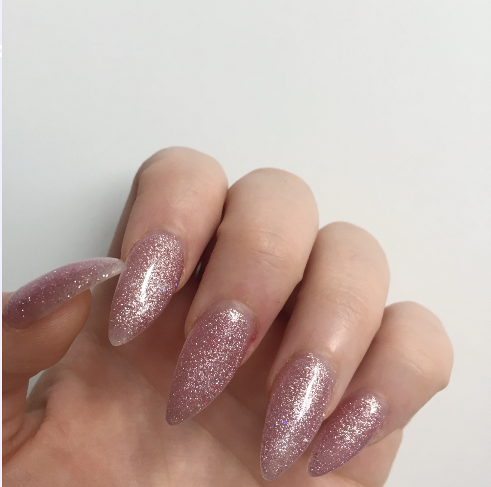 ︎「kimmiecla ︎」 ︎ Sparkly acrylic nails, Pink sparkly