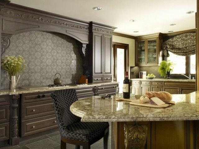 klassische Küche französisch gestalten Ideen Holzschränke ...