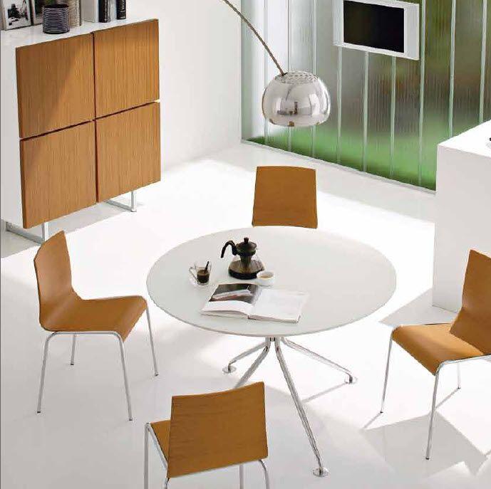 Conjunto de mesa oval cristal blanco y 4 sillas madera. Cod.: 2029