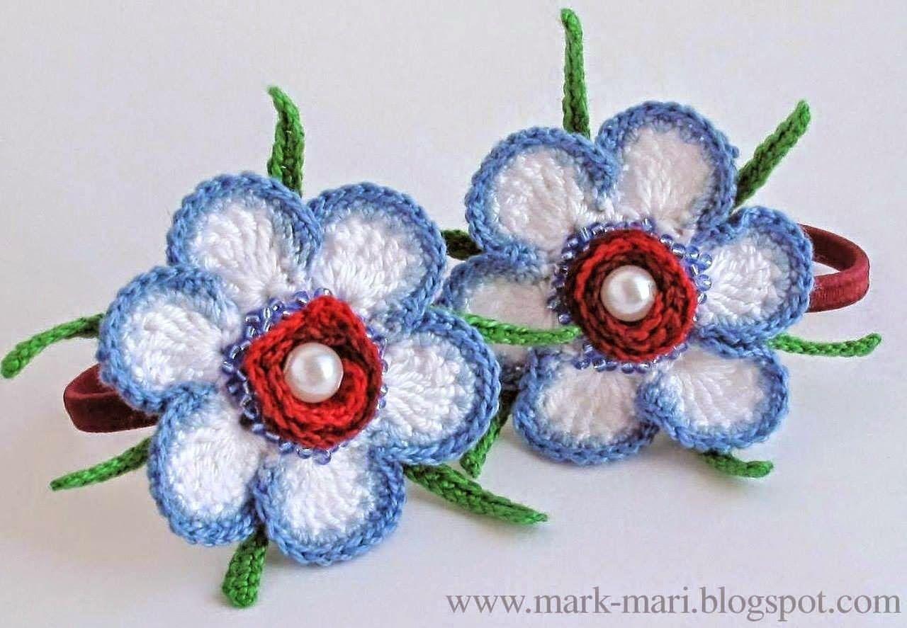 Flores en tres colores tejidas al crochet decoradas con perlas - con ...