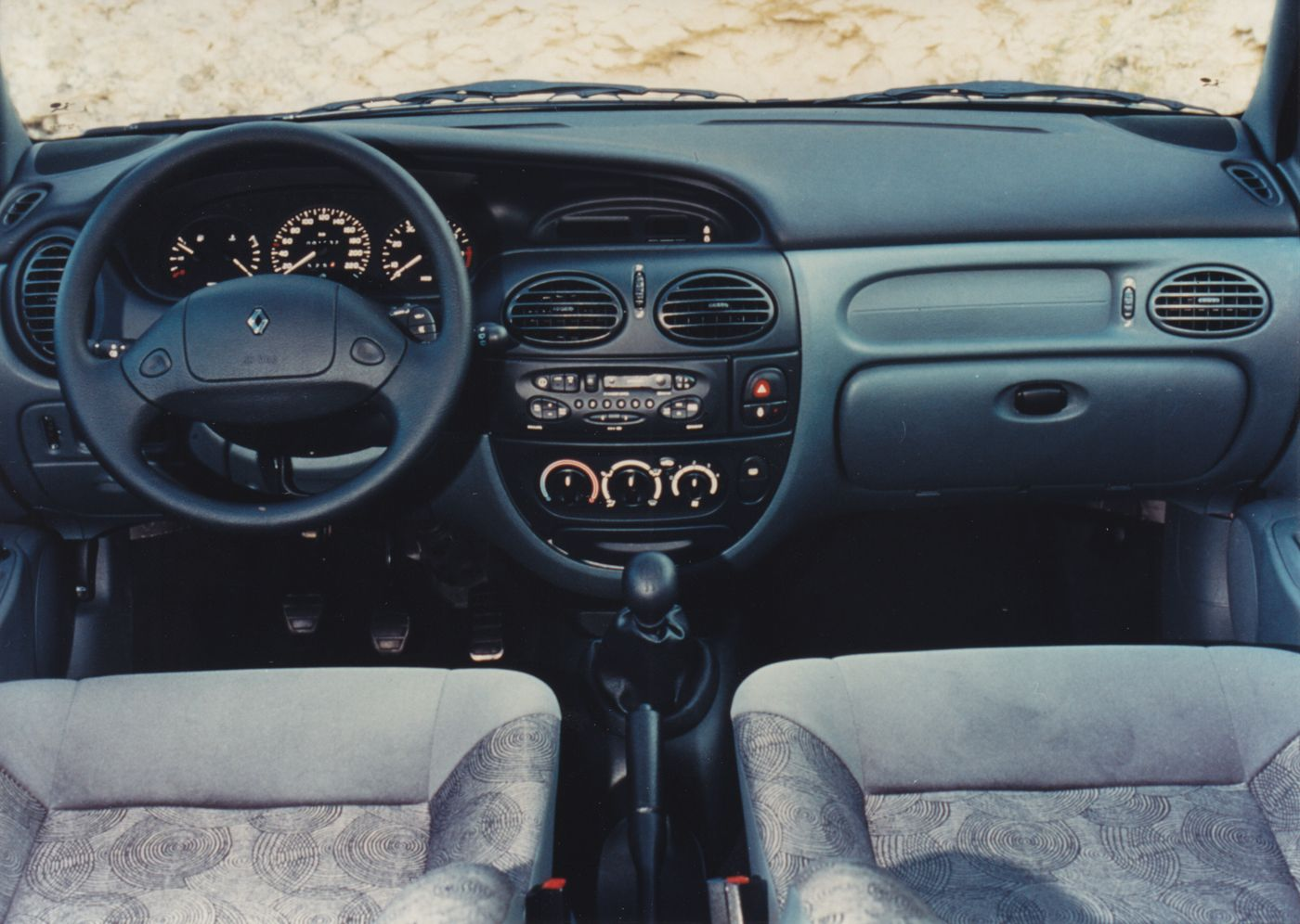 Renault Mégane dashboard (9-95)