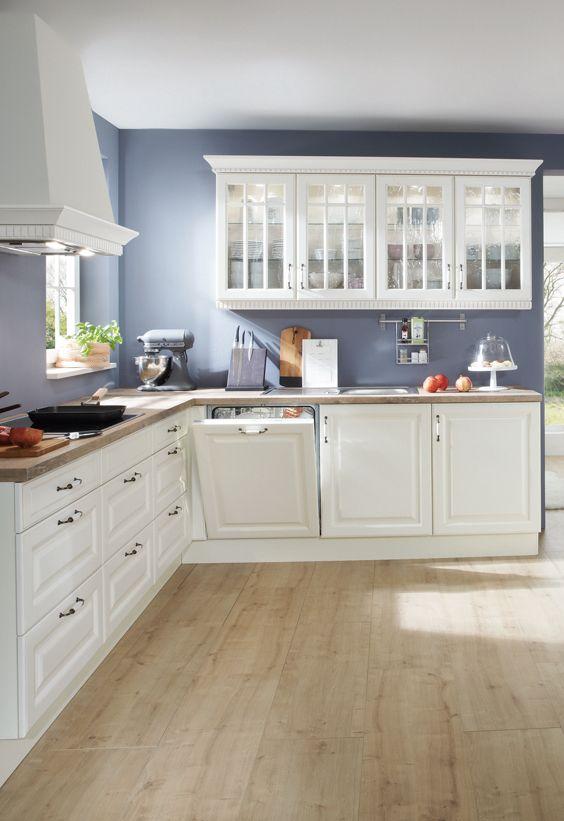 Helle Küche, Schrankzeile mit Fenstern Haus küchen