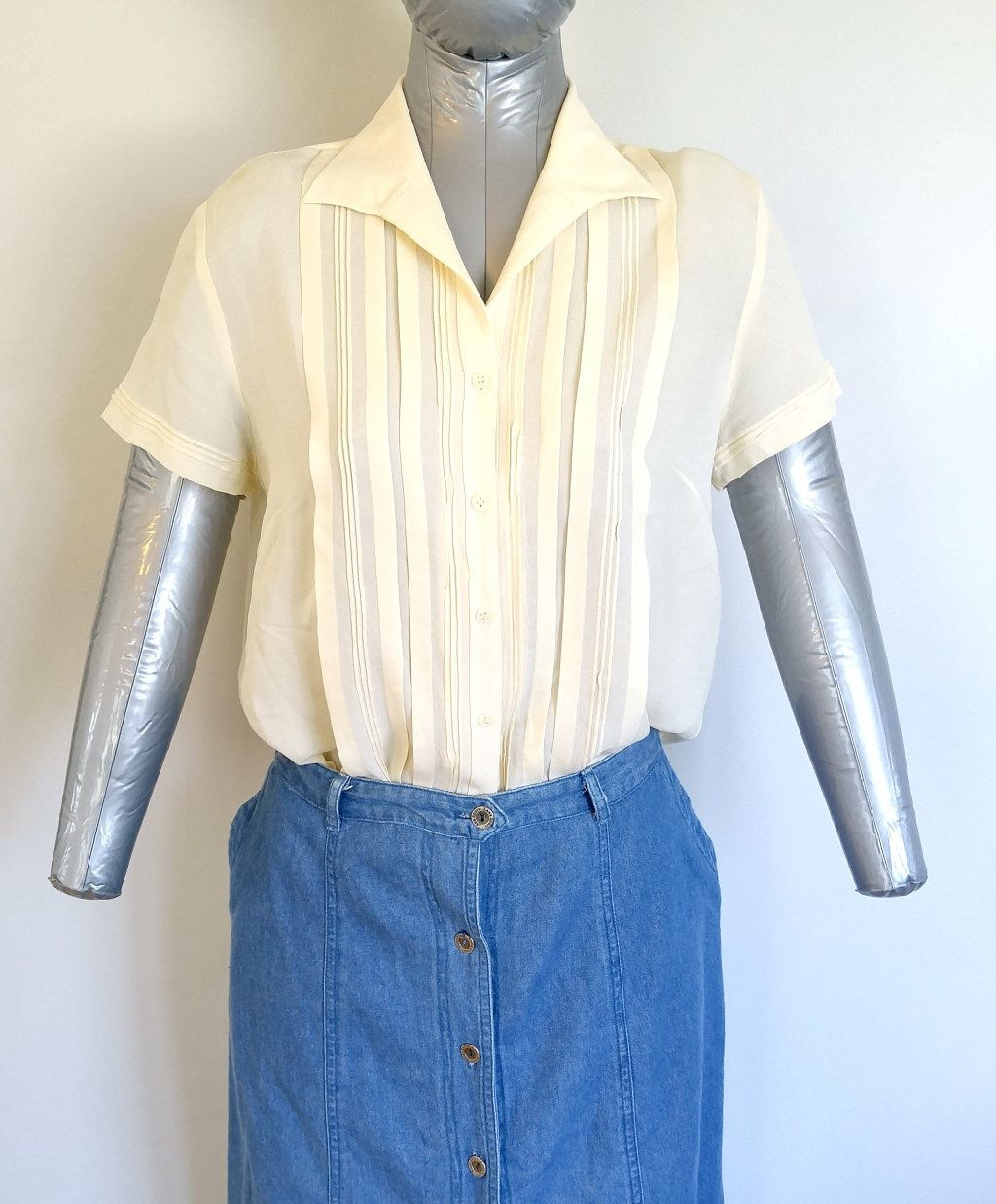 22412b6e Vintage Jones New York, Women's Pastel Yellow Pleated Button Down Blouse,  Size 12P,