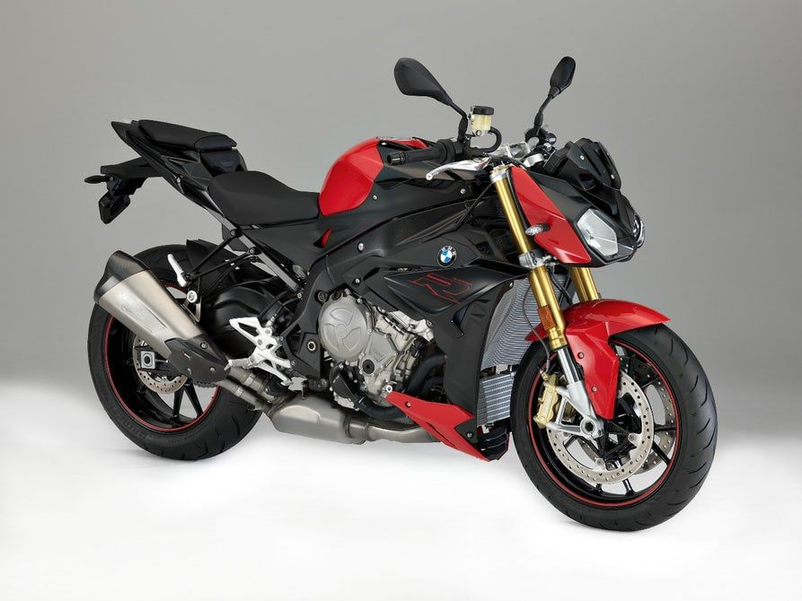 2017 Bmw S1000r Review This Unassuming German Streetbike Might Be The Wildest Thing On The Road Bike Bmw 2017 Bmw Super Bikes
