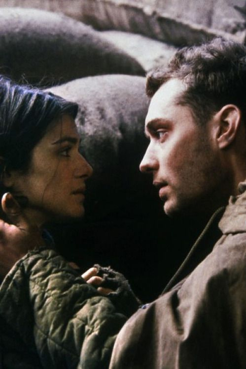 Rachel Weisz & Jude Law in Enemy at the Gates