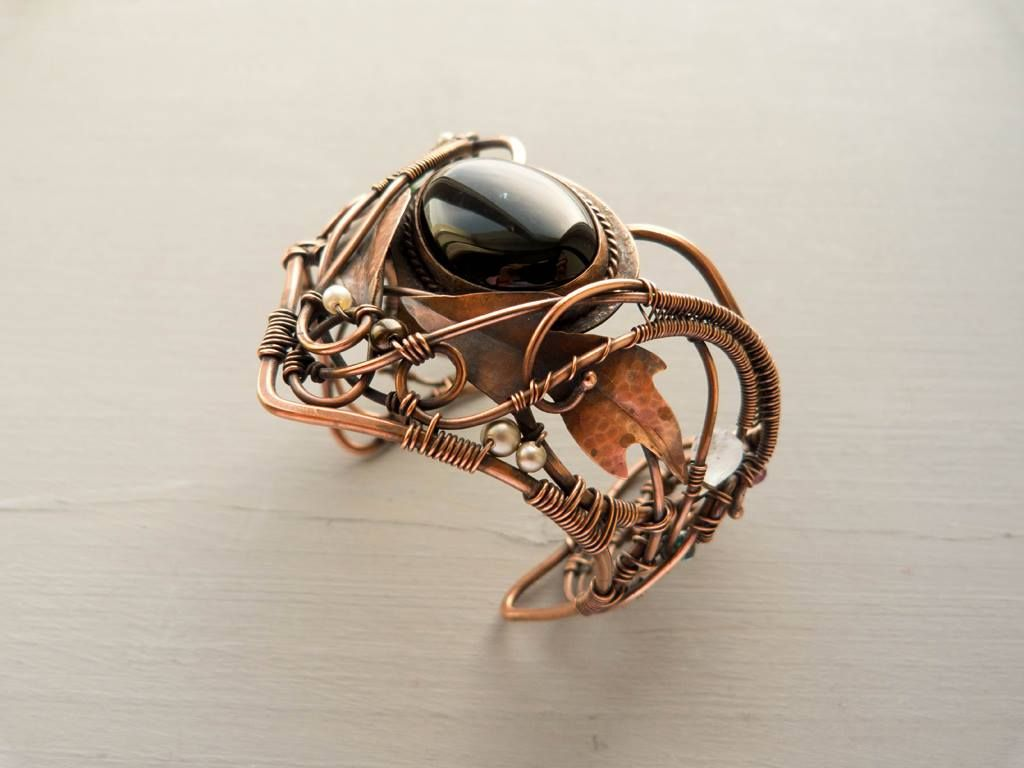 Wire copper bracelet - Thistle. I used solder to secure the black agate cabochon. And I used jewelry jigsaw to cut out the leaves. #wirewrapping #wire #copper #ursulajewelry