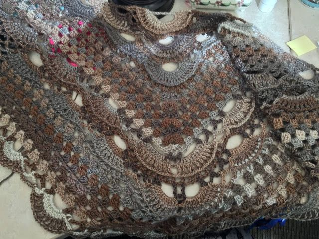 By Kimberlie Vroom - A variation on the virus - Shawl-with-shells ...