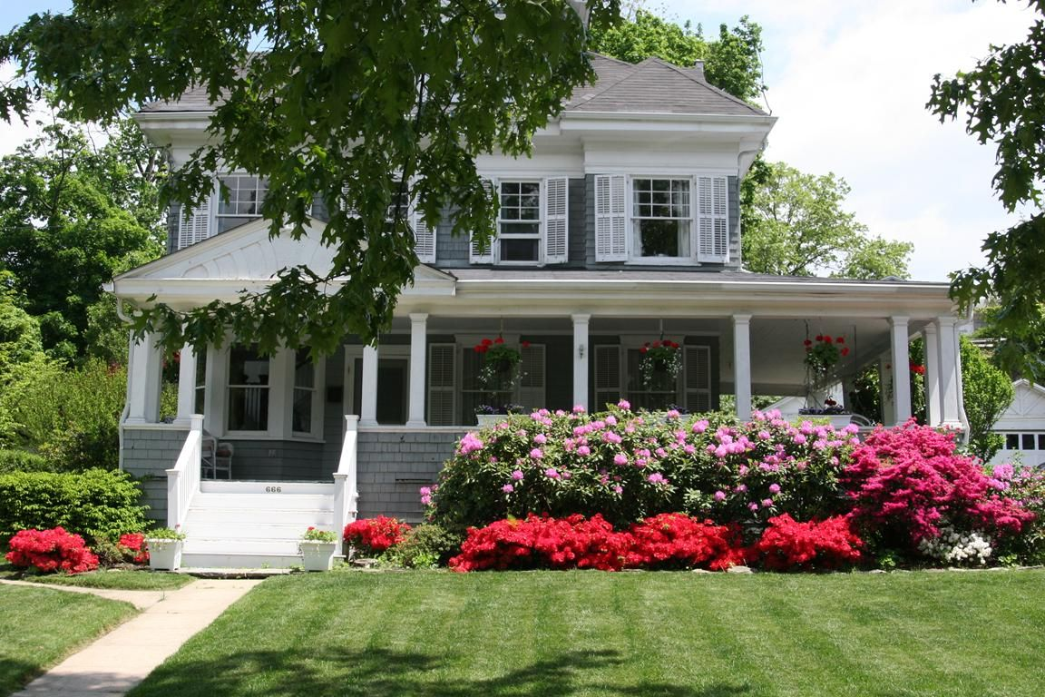 666 James St Pelham Ny 10803 House Landscape Backyard Landscaping Designs Farmhouse Landscaping