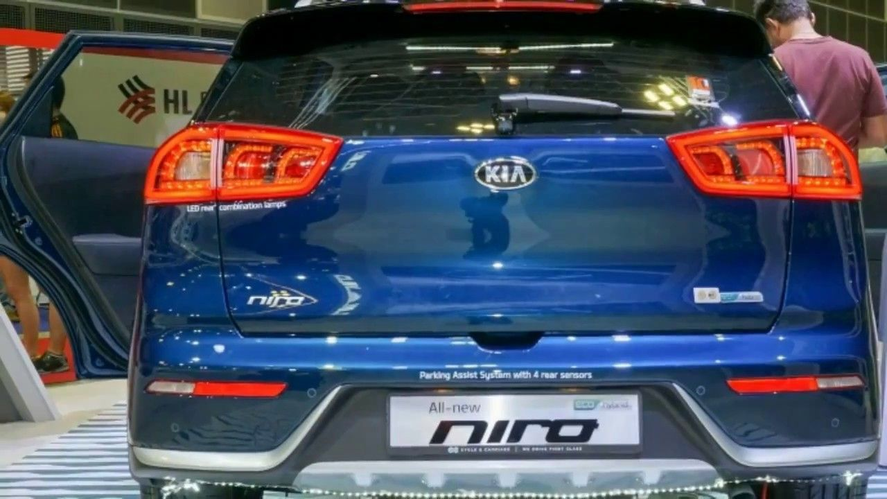 2018 kia niro hybrid. unique kia omg 2018 kia niro hybrid facelift b segment suv debuts at singapore motor  show price from and kia niro hybrid
