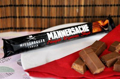 Für den Liebsten zu Valentinstag: gefüllte Vollmilch-Schokolade mit Espresso-Nougat und krokantiertem Kaffee.