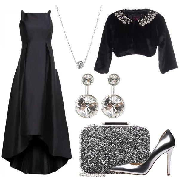 59b45e64ddc8 Vestito Fazzoletto. Per una serata a teatro  un lungo abito da sera nero  con copri spalle in