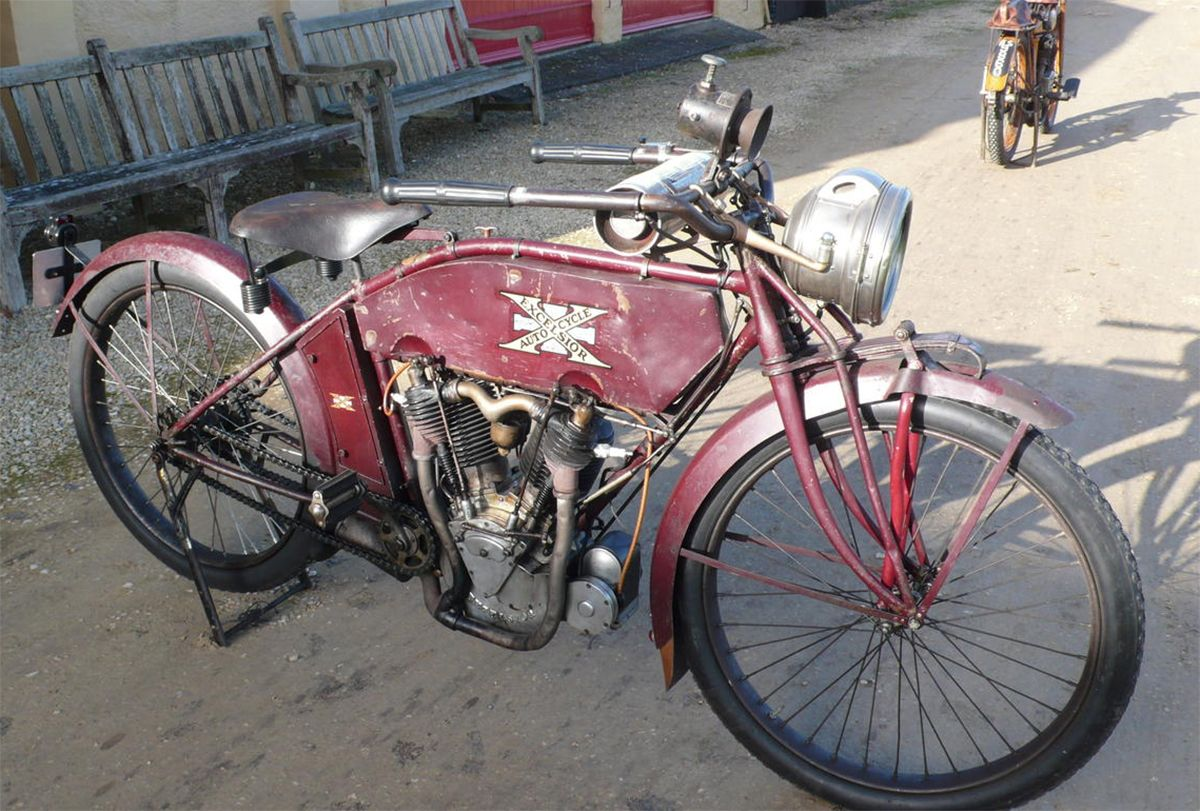 Vintage Red 1913 Excelsior Motorcycle | American motorcycles ...