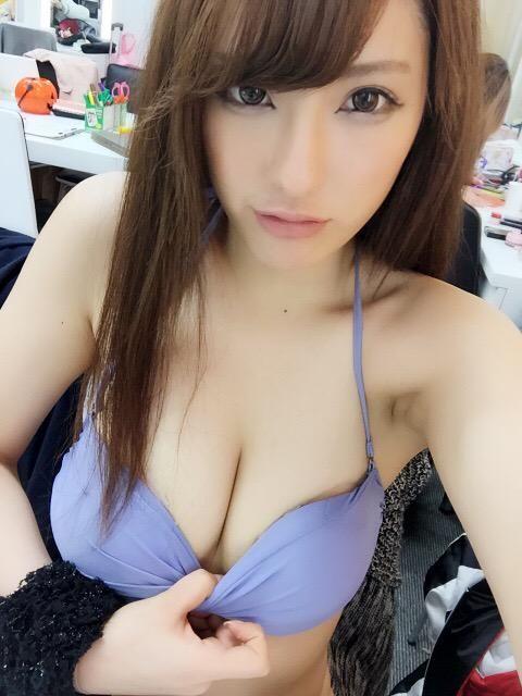 Asians armpit sweaty