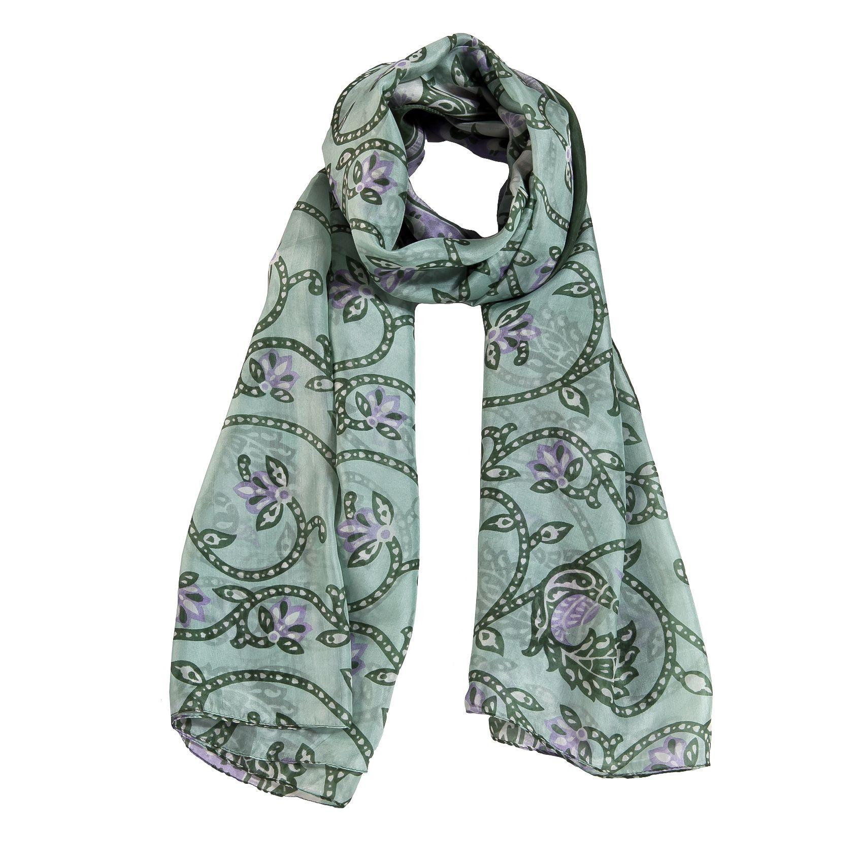 sciarpa in seta 100% di tonalità verde con motivo su stampa a fantasia. Made in India. Dimensioni: Lunghezza 200 cm, Larghezza 110 cm.