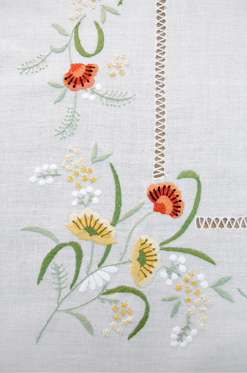Mantel rectangular para 12 de puro lino bordado a mano \
