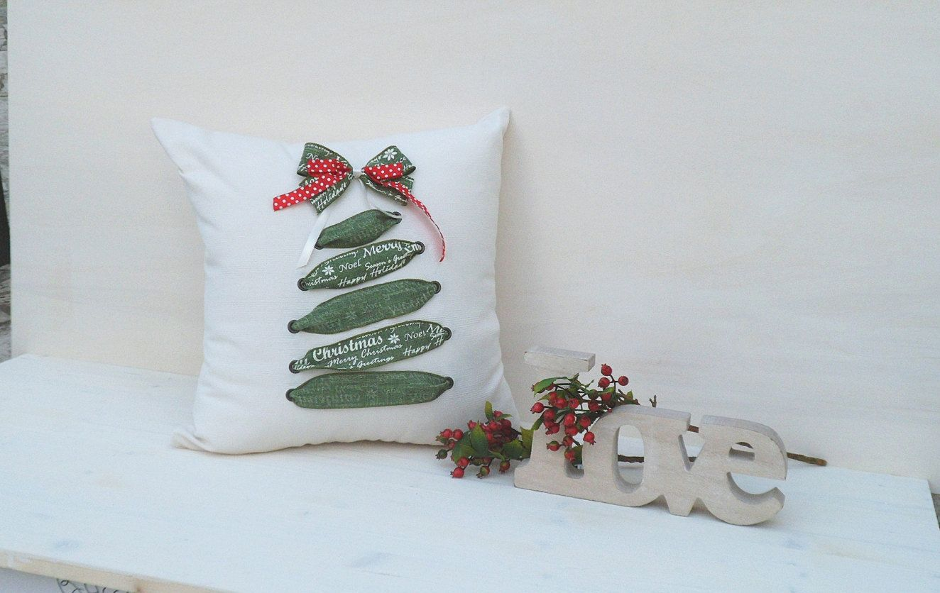 Christmas pillow, white pillow, Christmas tree pillow, green pillow, Christmas gift, handmade pillow, gift for mom di BiancospinoPillowsCo su Etsy