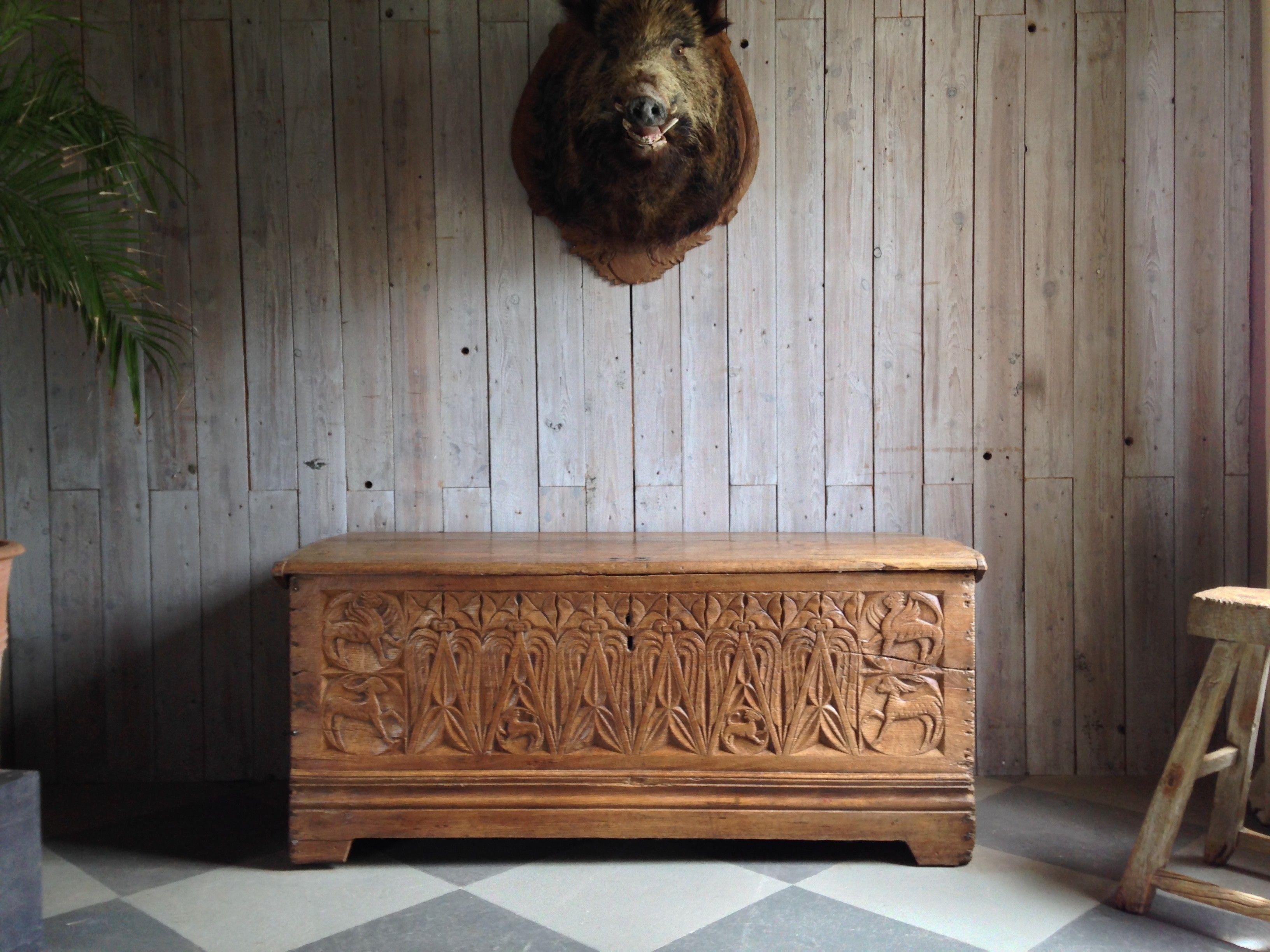 Museale romanische Truhe in Eiche | Heim & Herd | Pinterest ...