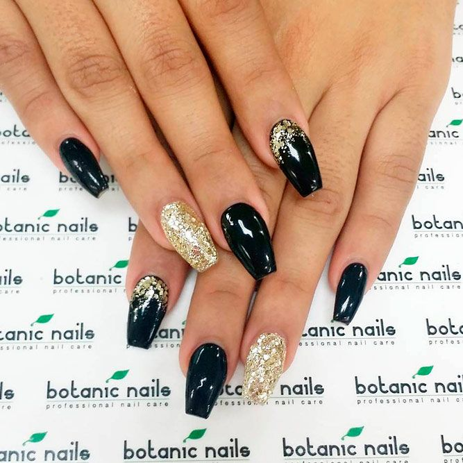 Charming Black And Gold Nails Perfect For A Party Black Gold