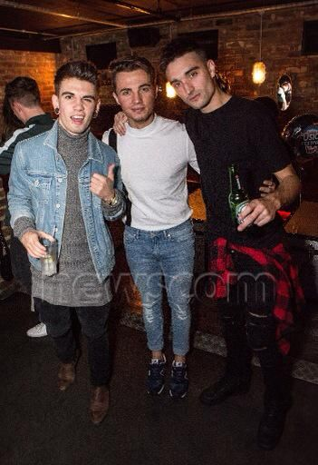 Tom , @jakesims e @OllieMarland na festa do @fusionfest em Londres, na Inglaterra. (14 out.)
