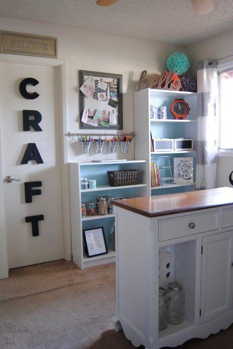 Junk Room to Craft Room Makeover #craftroommakeovers