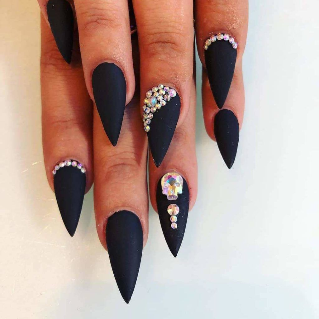 30 Matte Black Nails That Ll Sweep You Off Your Feets Hike N Dip Matte Stiletto Nails Nails Design With Rhinestones Matte Black Nails