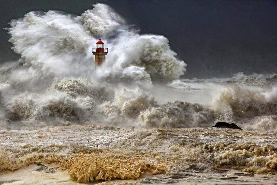 Tempestad Hércules en Nazare Portugal