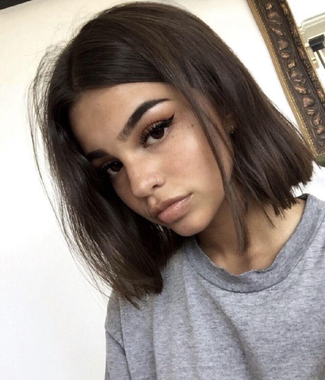 brunt kort hår