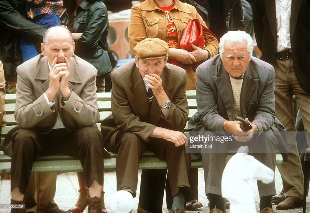 Ältere und 3 Männer