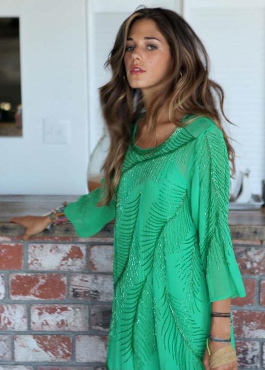 I love the blouse & her hurrrr