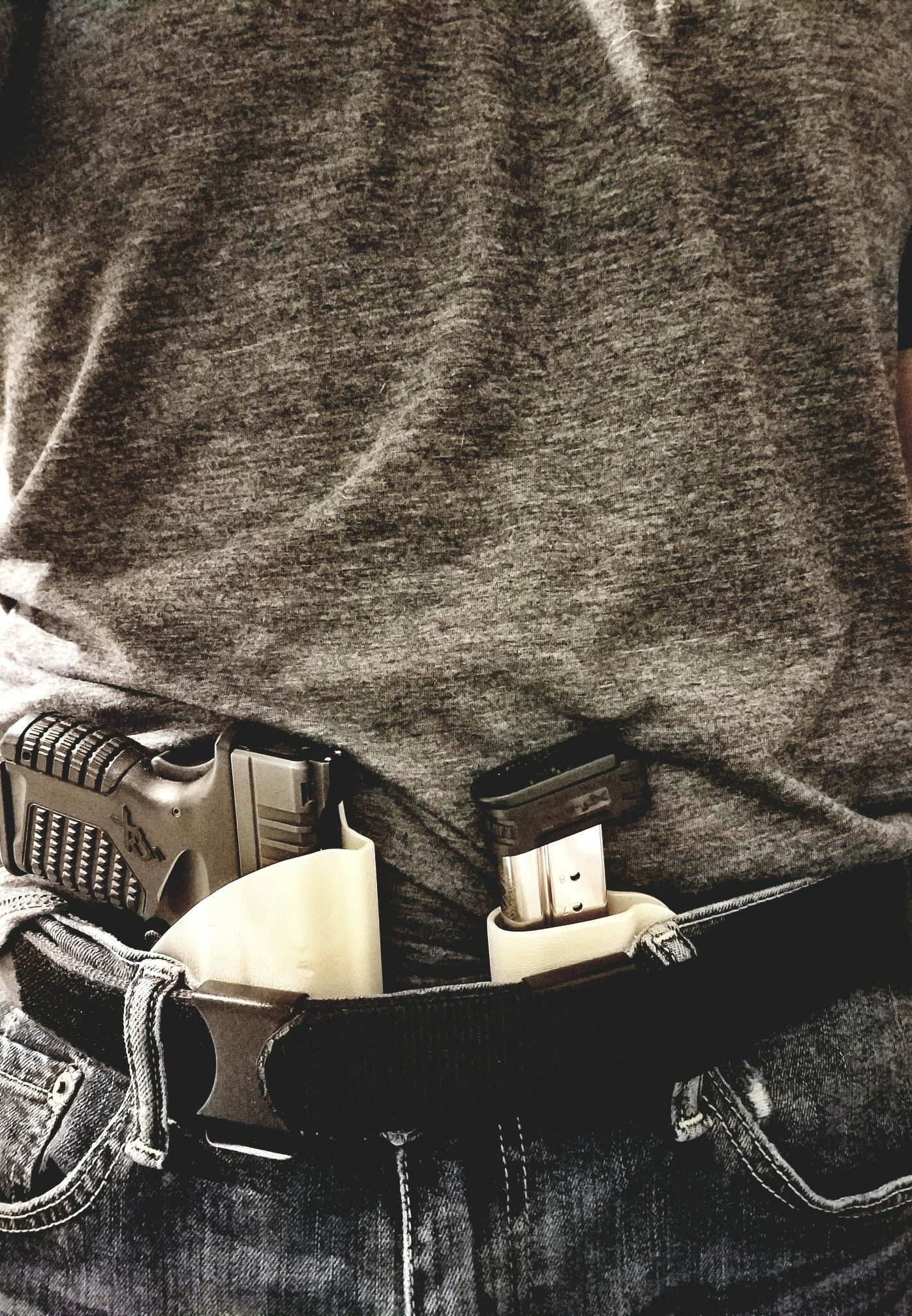 Concealed appendix carry with vedder lighttuck and magtuck