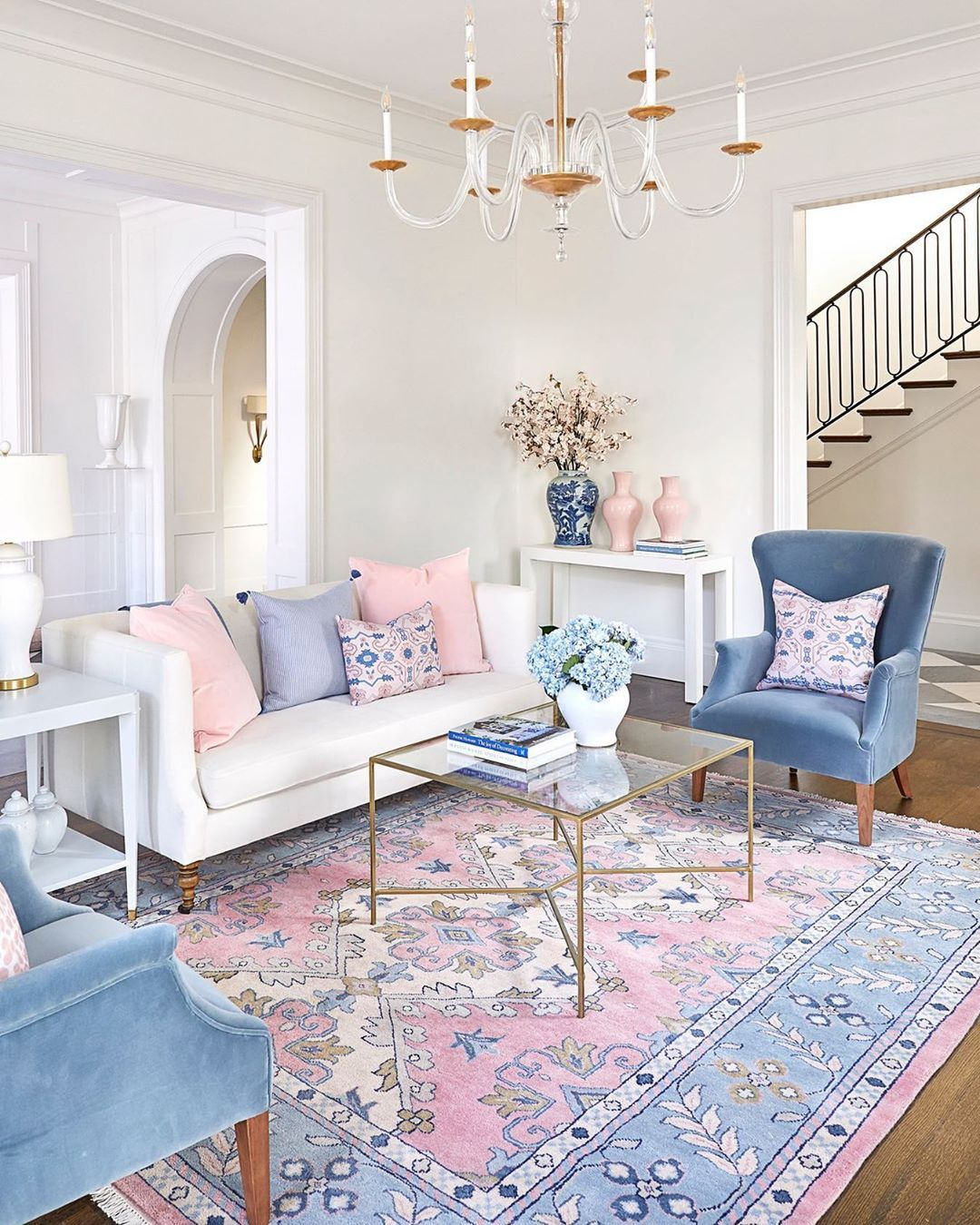 """Caitlin Wilson on Instagram: """"A room with so much pattern and architectural detail that I can hardly choose what my favorite part is. I love how the Hibiscus rug brings…"""""""