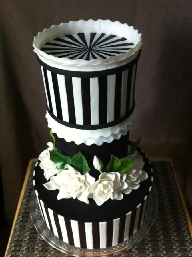 Vertical stripe wedding cake