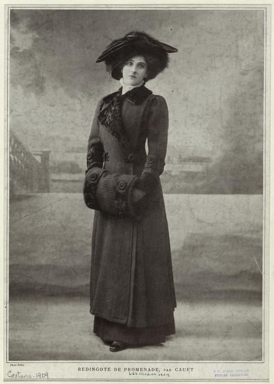 Redingote de promenade, par Cauet. (1909)