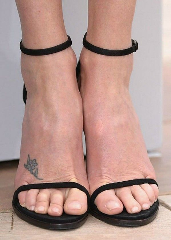 Charlize theron feet sandals pinterest charlize theron sexy charlize theron feet voltagebd Choice Image