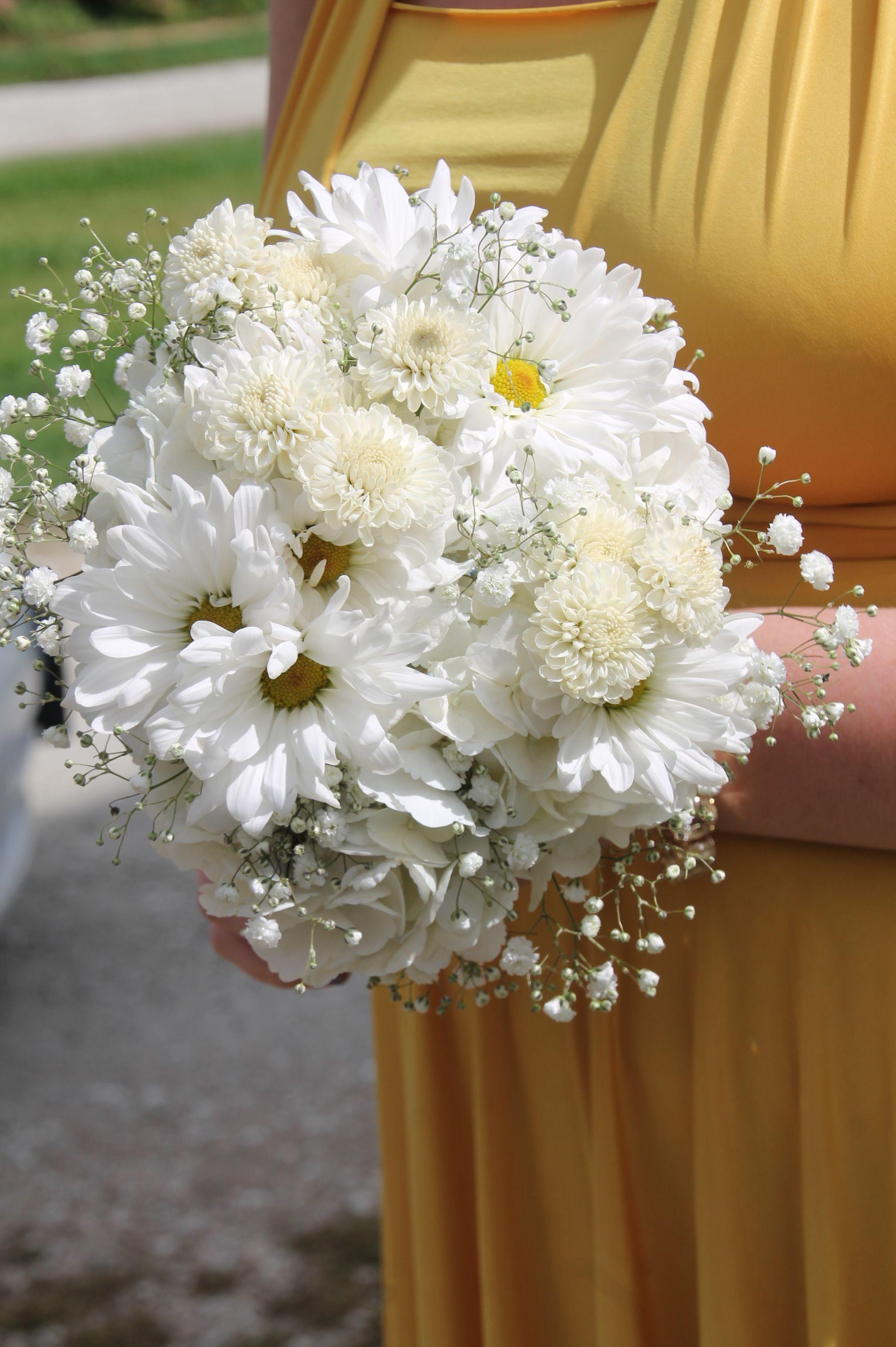 Bridesmaid bouquets all white baby breath white daisies