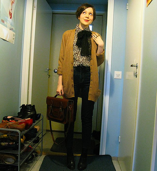Riikka A - Vintage Cardigan, Vintage Satchel, Mtwtfss High Waisted Jeans - Back to basics