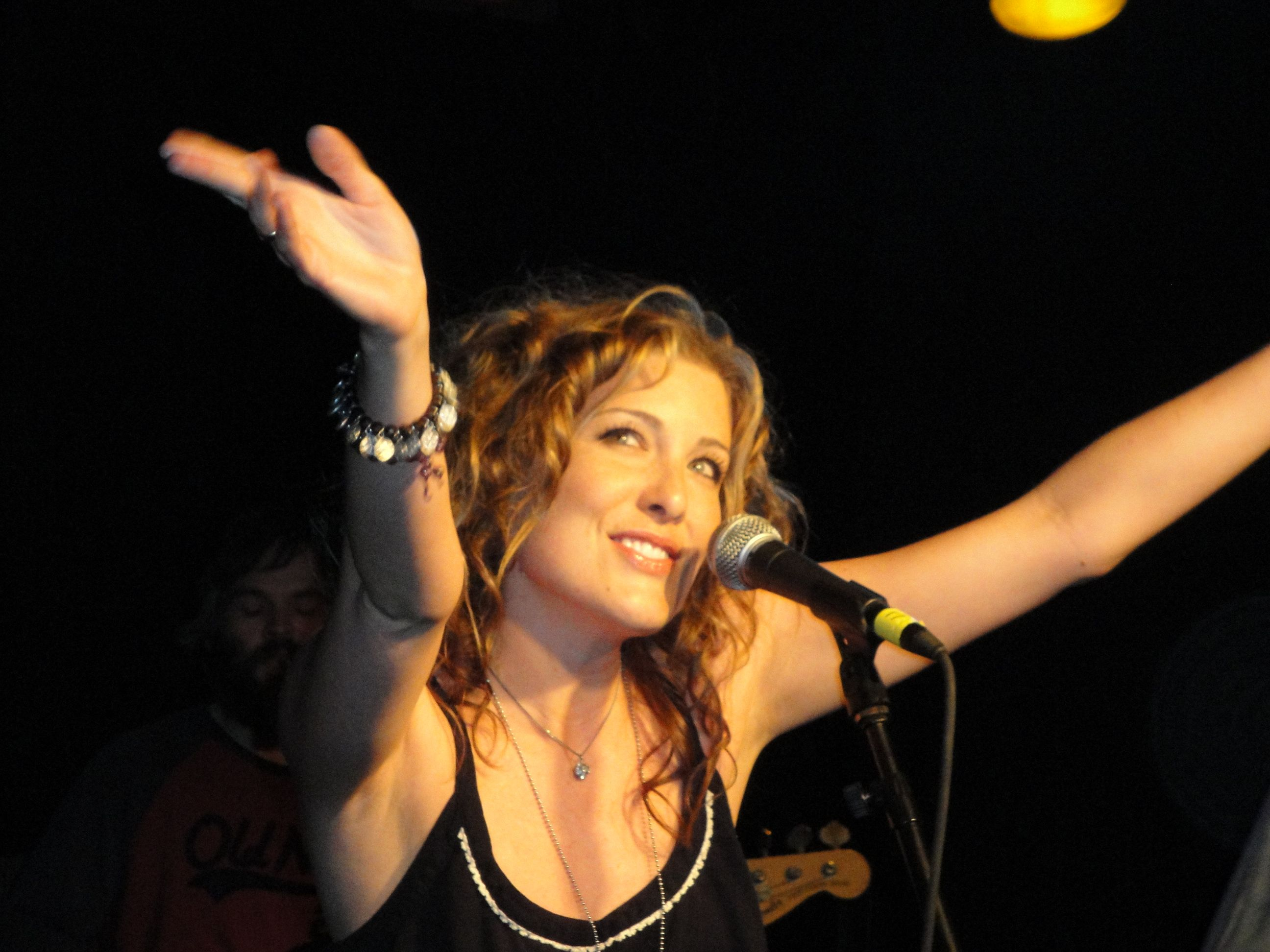 Sarah Buxton 1980 Country music artists, Country music