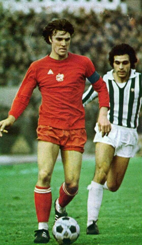 Juventus 1 Ajax 0 in Nov 1974 in Turin. Franco Causio tracks Ruud Krol in the UEFA Cup 3rd Round, 1st Leg.