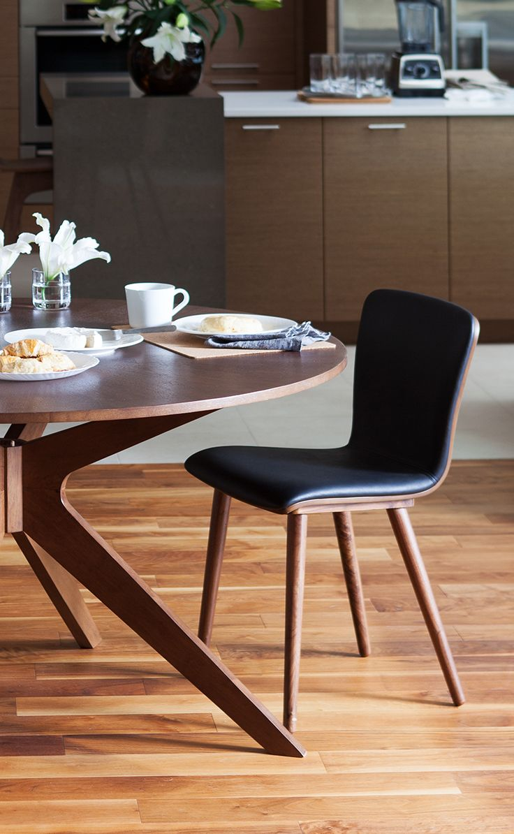Sede Black Leather Walnut Dining Chair Round Dining Table Modern