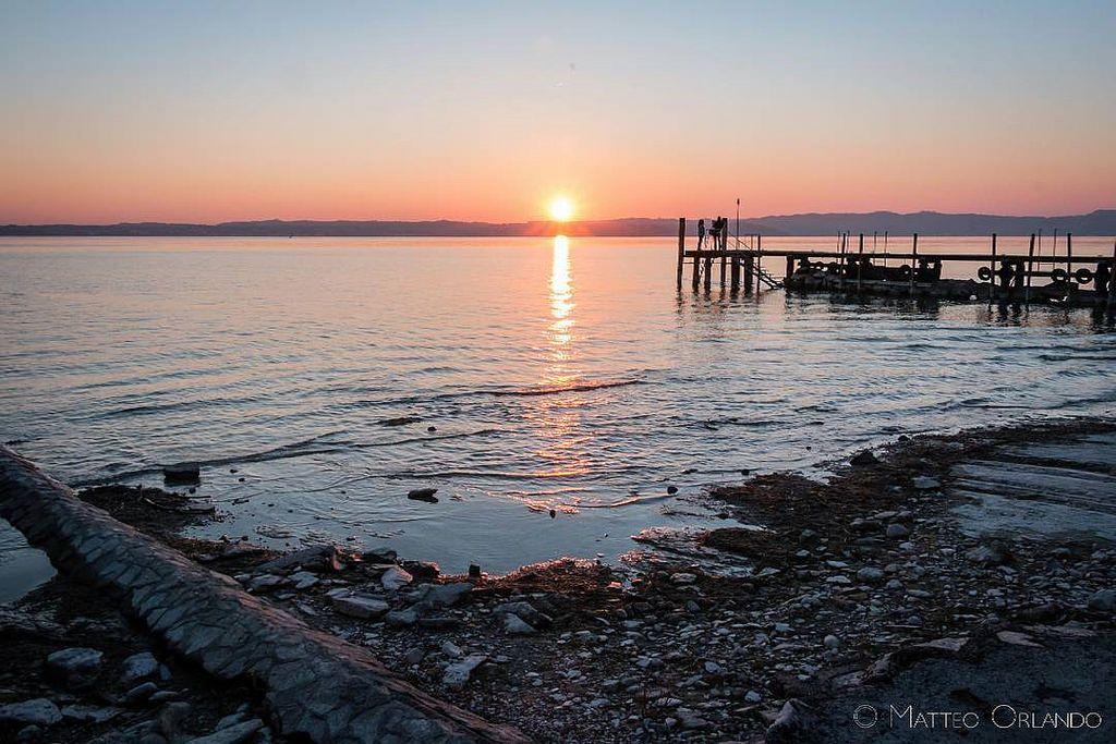 """""""Sapete è geniale questa cosa che i giorni finiscono. È un sistema geniale. I giorni e poi le notti. E di nuovo i giorni. Sembra scontato ma cè del #genio. E là dove la #natura decide di collocare i propri limiti esplode lo #spettacolo. I #tramonti."""""""