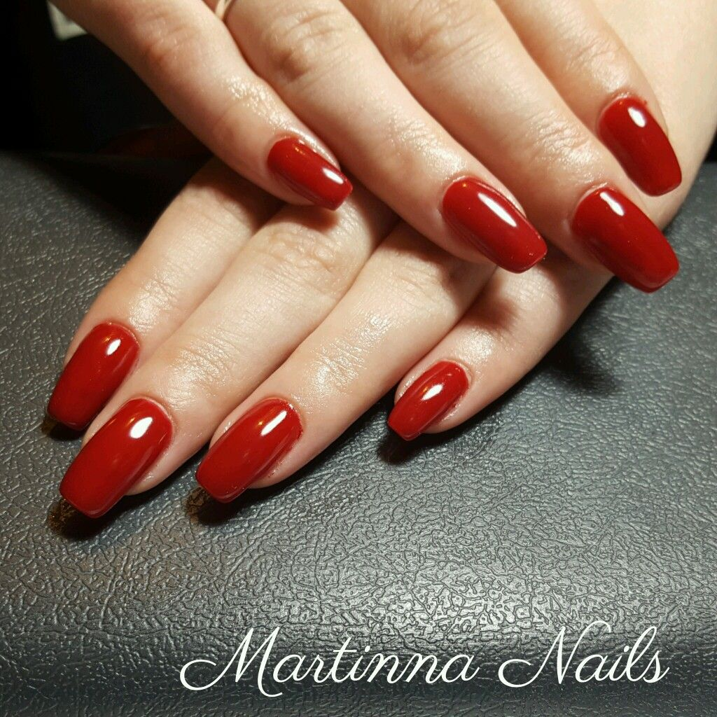 Red nails square