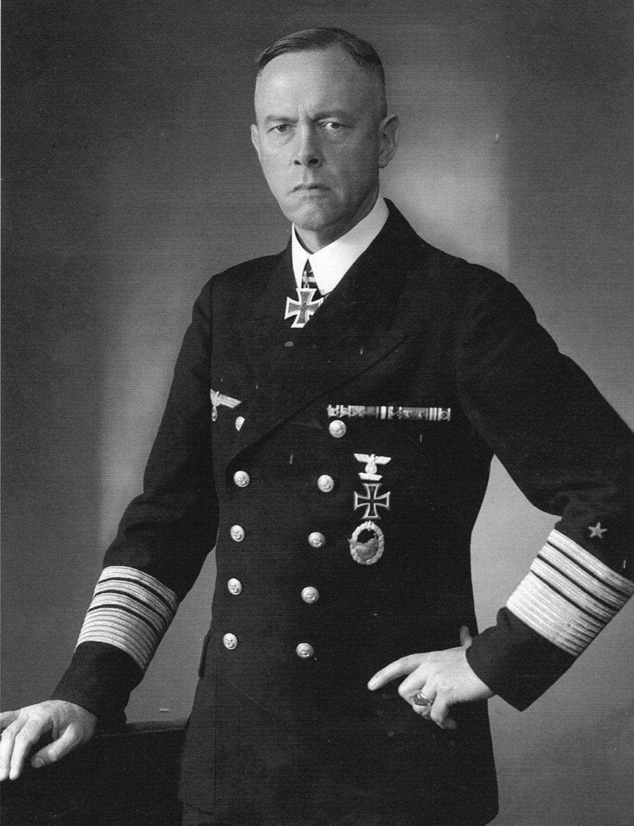 Günther Lütjens. Viceadmiral. RK 14.6.40. + 27.5.41 en el Bismarck.   WO II   Pinterest   Wwii ...