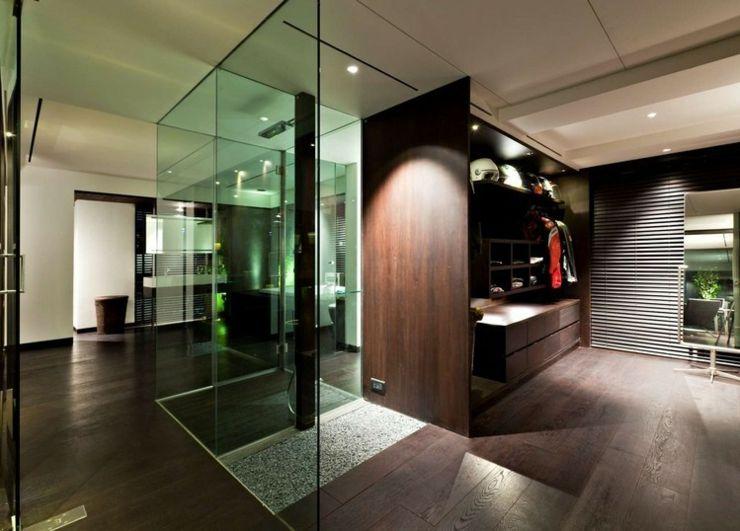 Appartement en duplex à l\'ambiance minimaliste masculine | Douche ...
