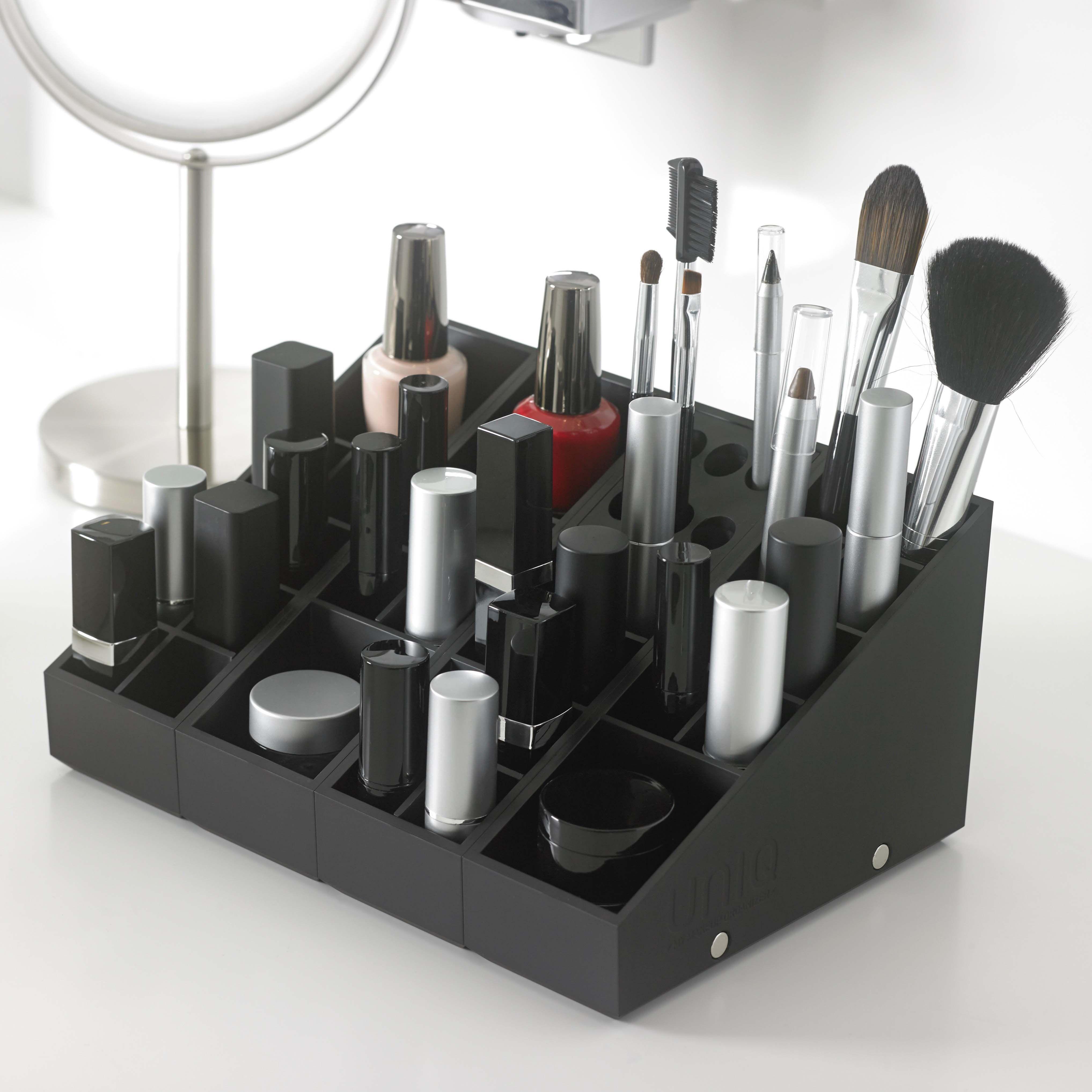 Rangement De Printemps Passez A L Action Avec Uniq Organizer La Solution Ideale Rangements Maquillage Boite Rangement Maquillage Organisation Maquillage