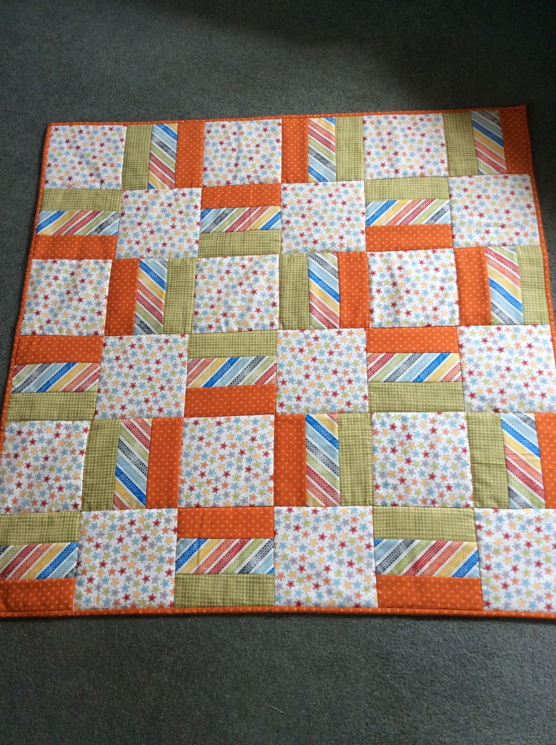 Best 7 Looks Like A Quick Easy Pattern For A Baby Quilt The Bigger You Make The Stripes And Squares The Quicker Your Boys Quilt Patterns Quilts Easy Quilts