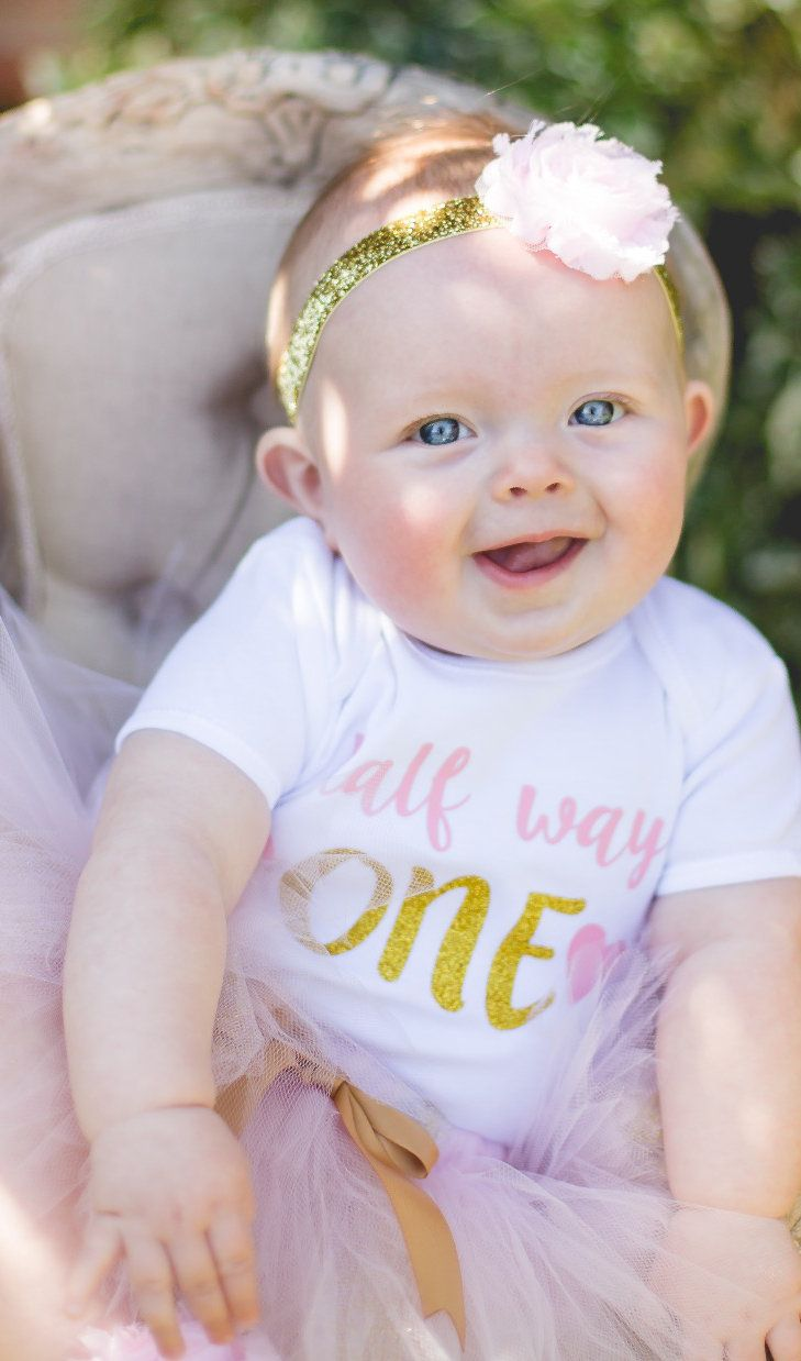 6 month photoshoot session ideas, baby photography, halfway to one shoot