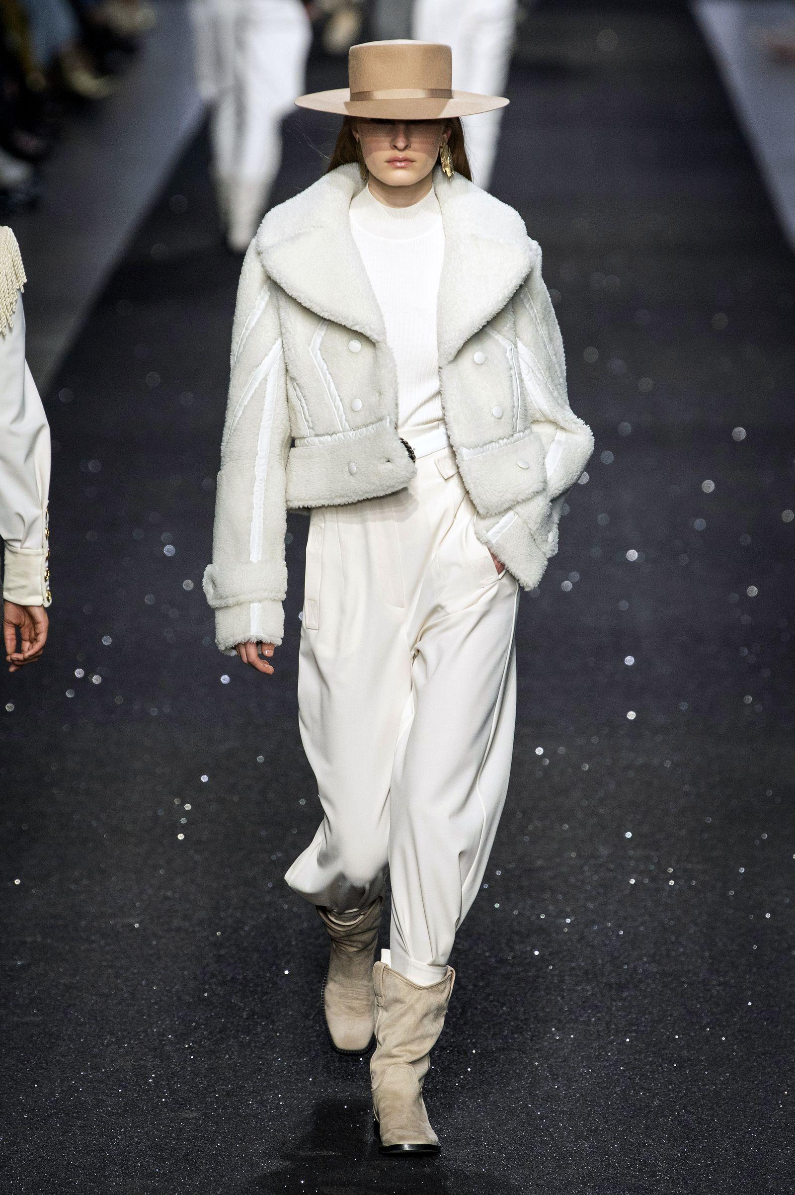 Le giacche shearling aka i cappotti più caldi di sempre dettano tendenza (e il motivo è chiaro)