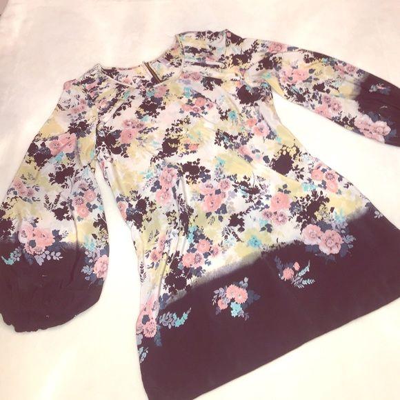 Beautiful floral design dress Flowy sleeves Dresses Mini