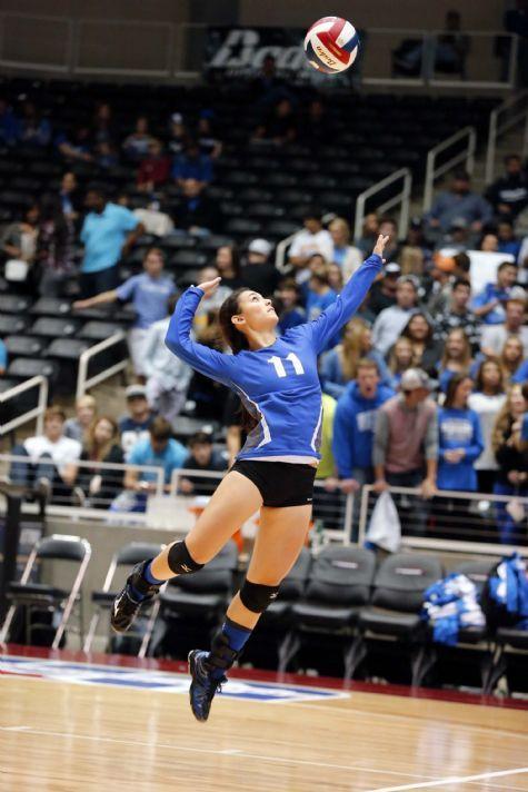 Robinson Volleyball State Semfinals Vs Decatur Nov 21 2014 High School Sports Waco Tribune Herald High School Sports School Sports Decatur