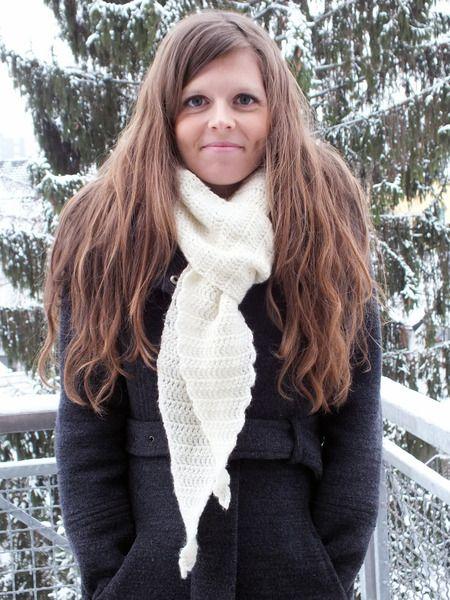 Dieser gehäkelte Schal läuft am Ende spitz zu, was einen besonders schönen Effekt bewirkt. -> gerade im Wintersale für nur noch 12,80 €